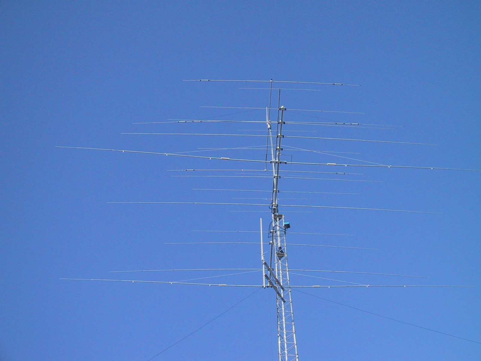 ham radio antenna towers pictures to pin on pinterest thepinsta. Black Bedroom Furniture Sets. Home Design Ideas
